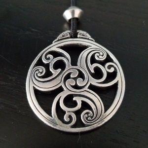Jewelry - Celtic triscele pendant necklace! Irish beauty!